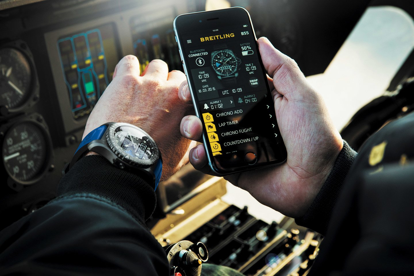 Breitling-B55-Connected-Lifestyle-thumb-1440xauto-25564