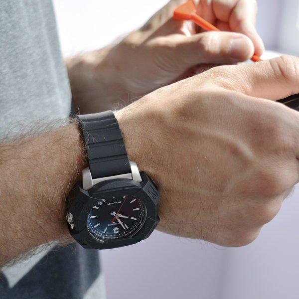 Мужские наручные часы VICTORINOX SWISS ARMY INOX V241682.1 - Фото № 6