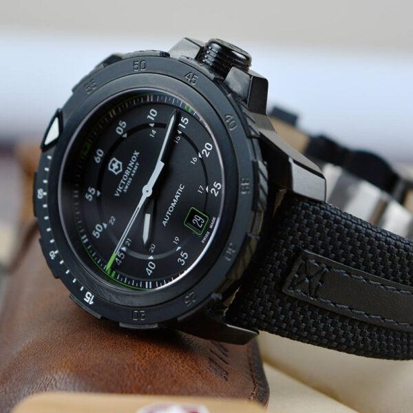 Мужские наручные часы VICTORINOX SWISS ARMY ALPNACH V241685 - Фото № 9