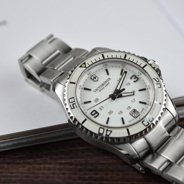 Женские наручные часы VICTORINOX SWISS ARMY MAVERICK V241699 - Фото № 9