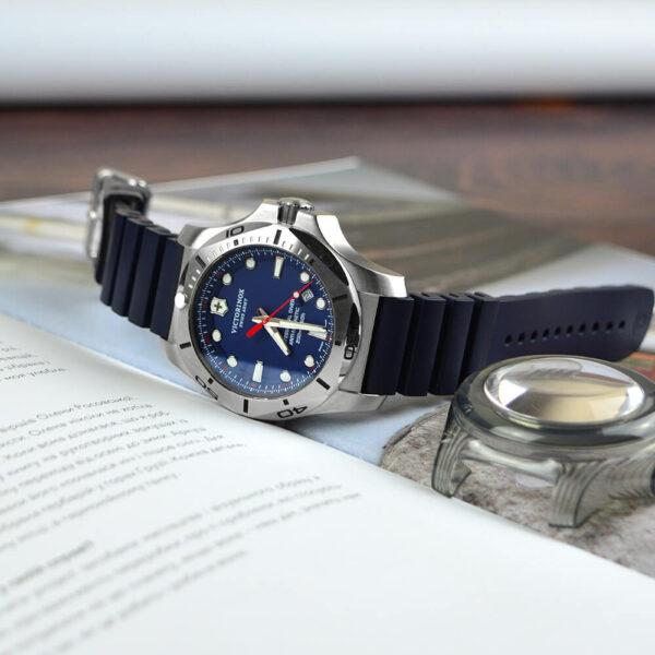 Мужские наручные часы VICTORINOX SWISS ARMY INOX V241734 - Фото № 8