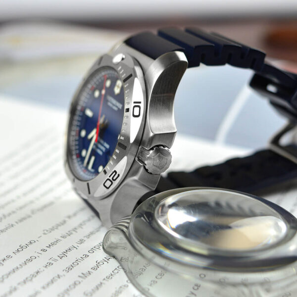 Мужские наручные часы VICTORINOX SWISS ARMY INOX V241734 - Фото № 10