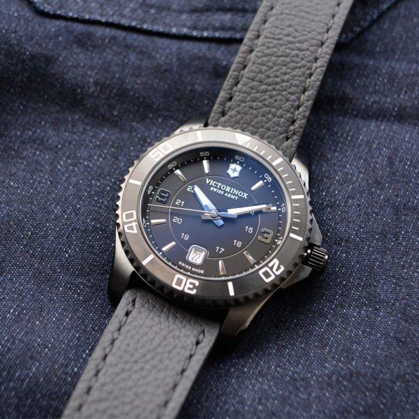 Мужские наручные часы VICTORINOX SWISS ARMY MAVERICK V241787