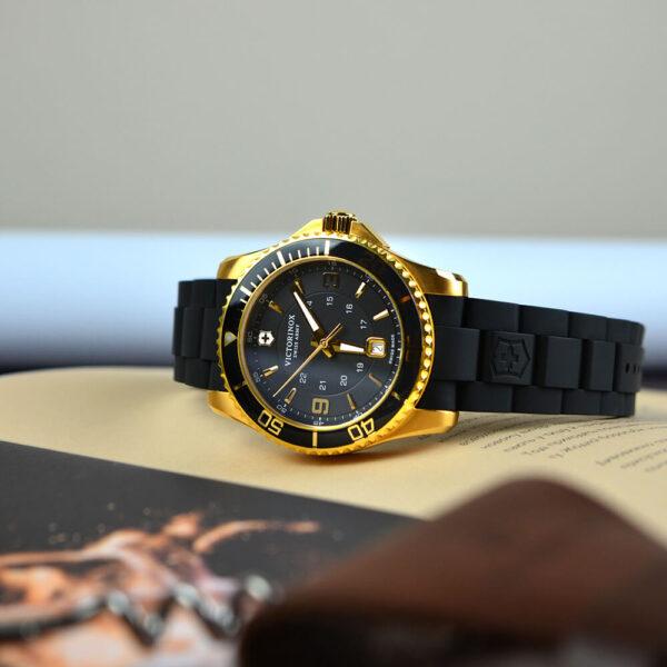 Мужские наручные часы VICTORINOX SWISS ARMY MAVERICK V249101 - Фото № 9