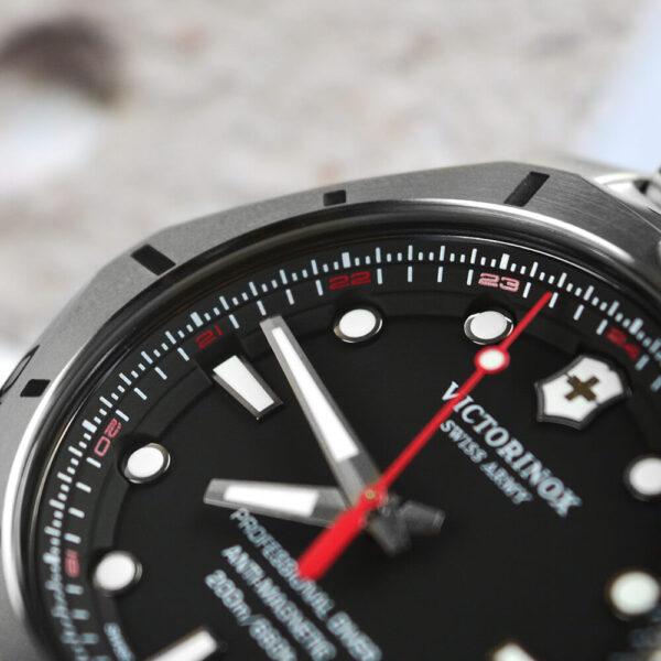 Мужские наручные часы VICTORINOX SWISS ARMY INOX V241781 - Фото № 16