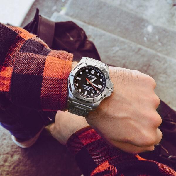 Мужские наручные часы VICTORINOX SWISS ARMY INOX V241781 - Фото № 12