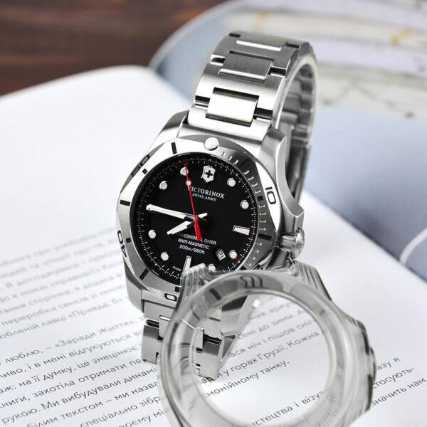 Мужские наручные часы VICTORINOX SWISS ARMY INOX V241781 - Фото № 15