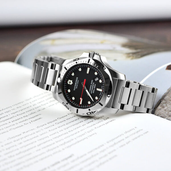 Мужские наручные часы VICTORINOX SWISS ARMY INOX V241781 - Фото № 13